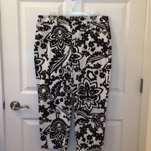Chico's Crop Pant size 2 or 12, Black and White.